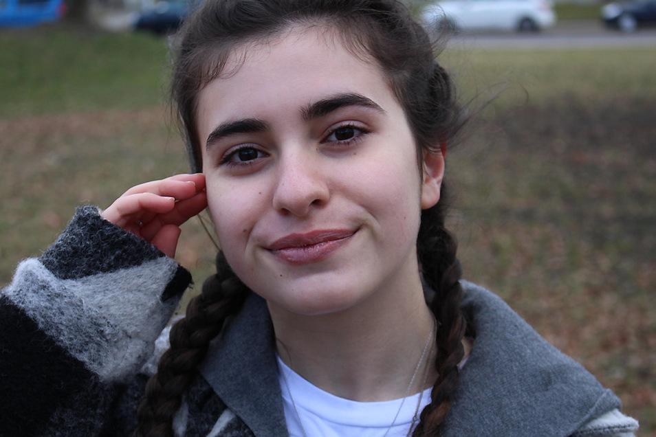 """Sara ist 15 Jahre alt, lebt in Hoyerswerda und kommt aus Georgien. Ihre Geschichte ist Inhalt des Kurzfilmes """"Sara""""."""