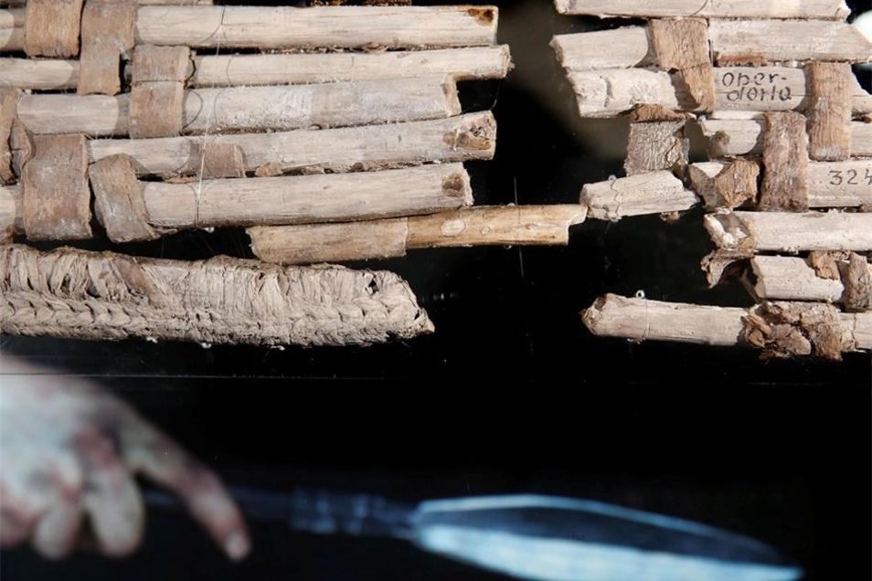 Auch uralte Holzflechtarbeiten sind zu sehen. Die Sonderausstellung läuft noch bis zum 25. Oktober 2015. Sehenswert!