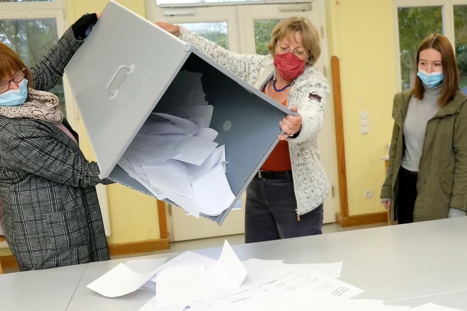 Bei der Auszählung der Stimmen zur Landratswahl am Sonntag im Kreis Meißen gewann CDU-Kandidat Ralf Hänsel mit absoluter Mehrheit. Von einer Stärke der CDU will die SPD aber nichts wissen.
