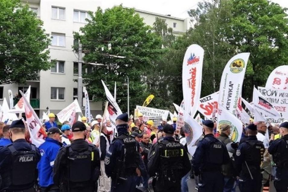 Die Sicherheit der Teilnehmer sowie Einwohner haben Polizisten gewährleistet. Der Protest lief friedlich.