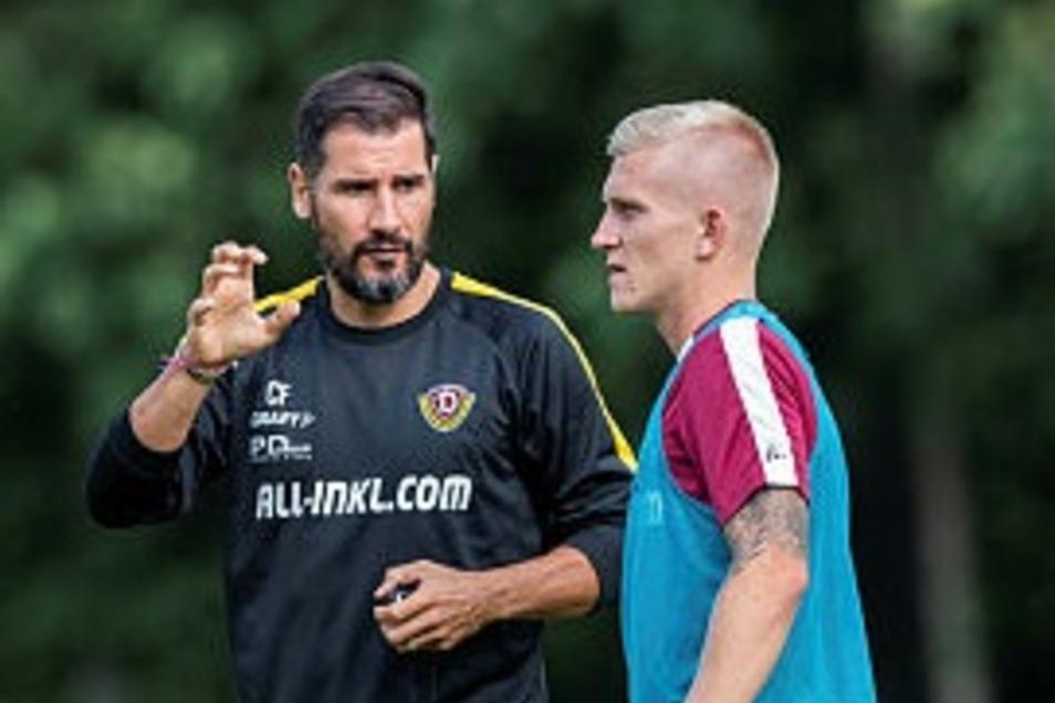 Cristian Fiel bespricht mit Neuzugang Luka Stor die taktische Ausrichtung - und dessen Platz in der Anfangself?
