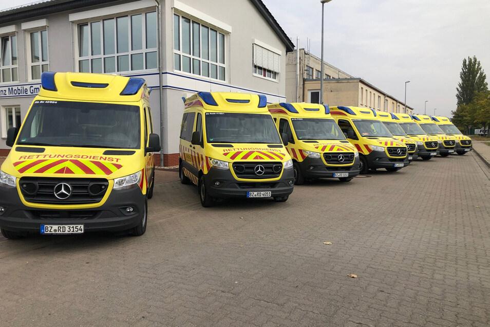 Die acht neuen Krankentransportwagen für die Rettungswachen im Landkreis Bautzen.