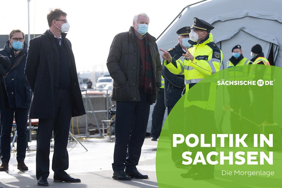 Sachsens Innenminister Roland Wöller (l.) und Bundesinnenminister Hort Seehofer machten sich am Donnerstag am sächsisch-tschechischen Grenzübergang ein Bild von der Lage.