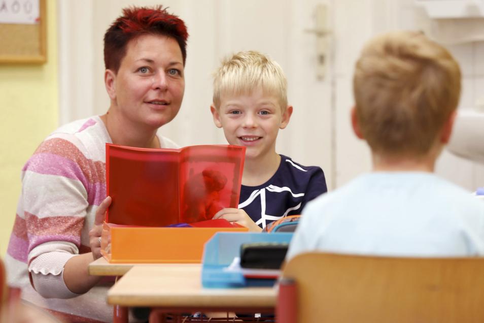 Mareike Schneider hat extra Urlaub genommen, damit Sanael in die Schule gehen kann.