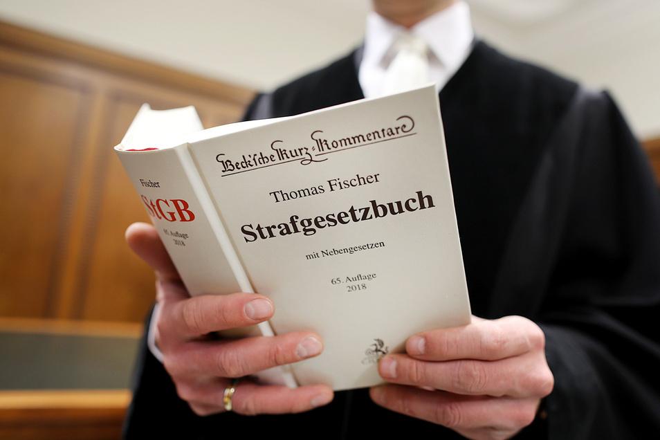 Symbolbild: Die Verhandlung vor dem Landgericht Chemnitz dauerte am Dienstag knapp fünf Stunden - und brachte neue Einblicke in die Tatvorwürfe.