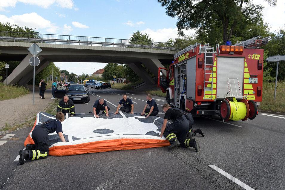 Am Ende des Einsatzes konnten die Feuerwehr den Sprungretter zum Glück ungenutzt einpacken.