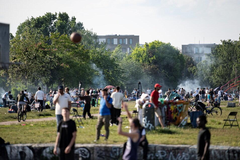 Im Mauerpark feierten in der Nacht zum Samstag 1.500 Menschen, hier ein Bild vom 5. Juni.