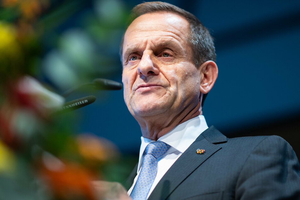 DOSB-Präsident Alfons Hörmann bedauert den temporären Lockdown und fordert Finanzhilfen.