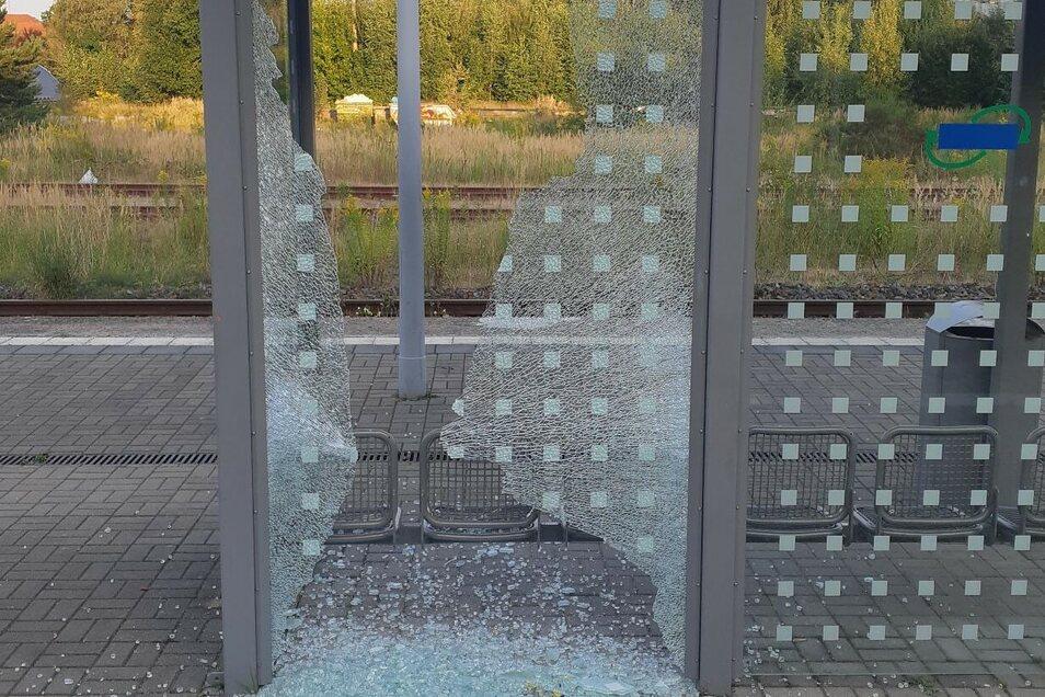Die beschädigte Scheibe in Ebersbach.