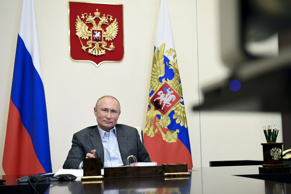 Präsident Wladimir Putin war mächtig stolz auf seinen Impfstoff - doch die Entwicklung läuft schleppend voran.