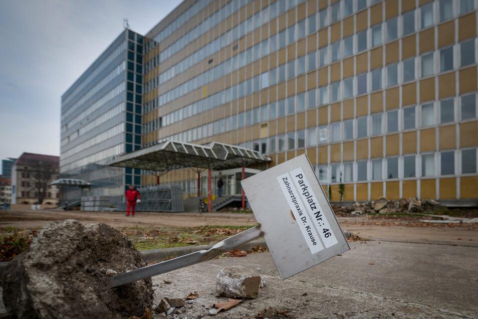 Ende 2018 ist Büro-Plattenbau aus der DDR-Zeit leer gezogen, der Abriss beginnt.
