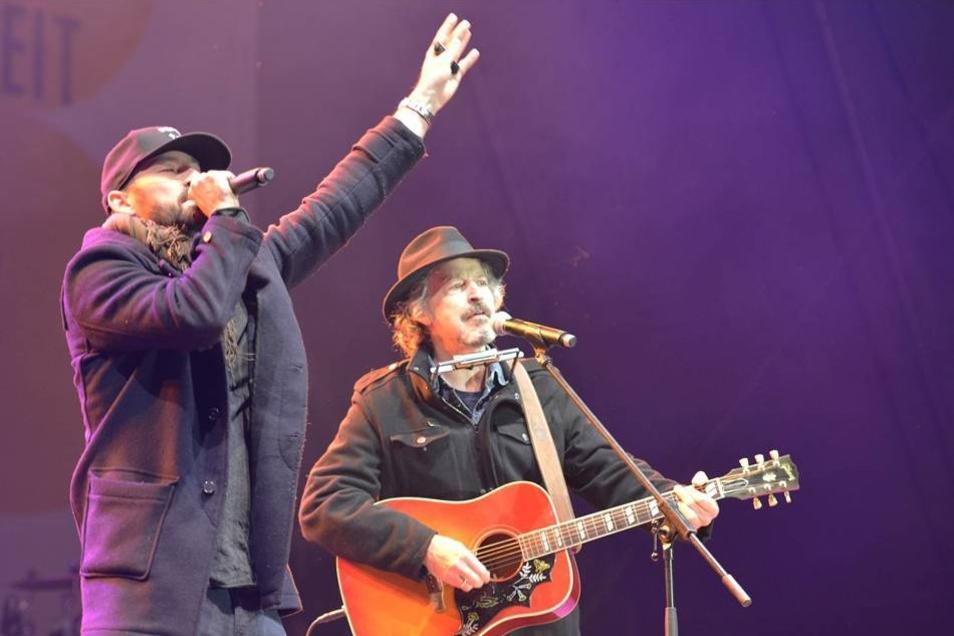 Die zwei Kölner Gentleman und Wolfgang Niedecken musizieren Seite an Seite.