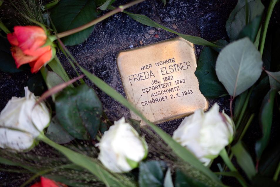 In Neustadt erinnern nun drei Stolpersteine an die jüdischen Einwohner der Stadt.