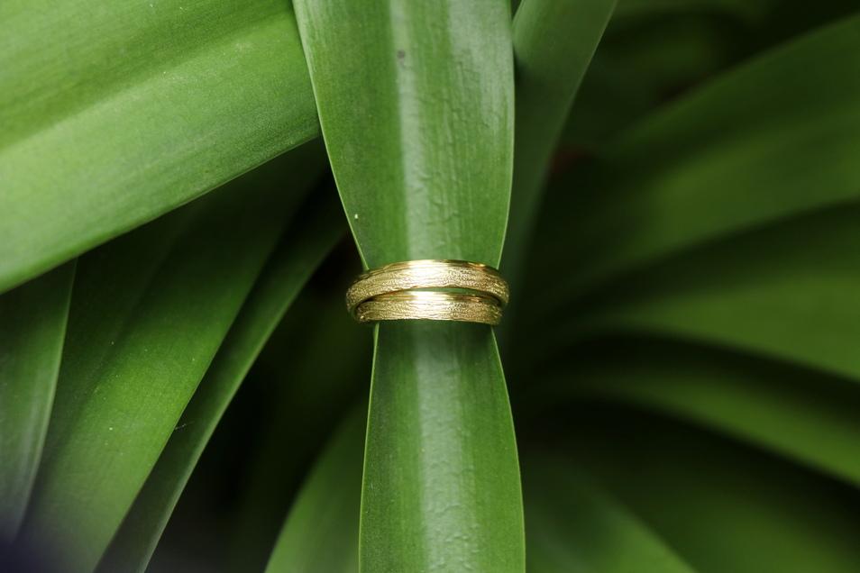 Ihre Eheringe kauften sich Silke und Mario Oertel bei Juwelier Salomo.