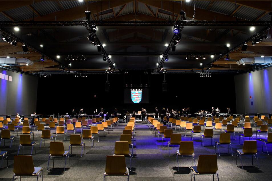 Corona-bedingt findet der Prozess in der Kasseler Messehalle statt.