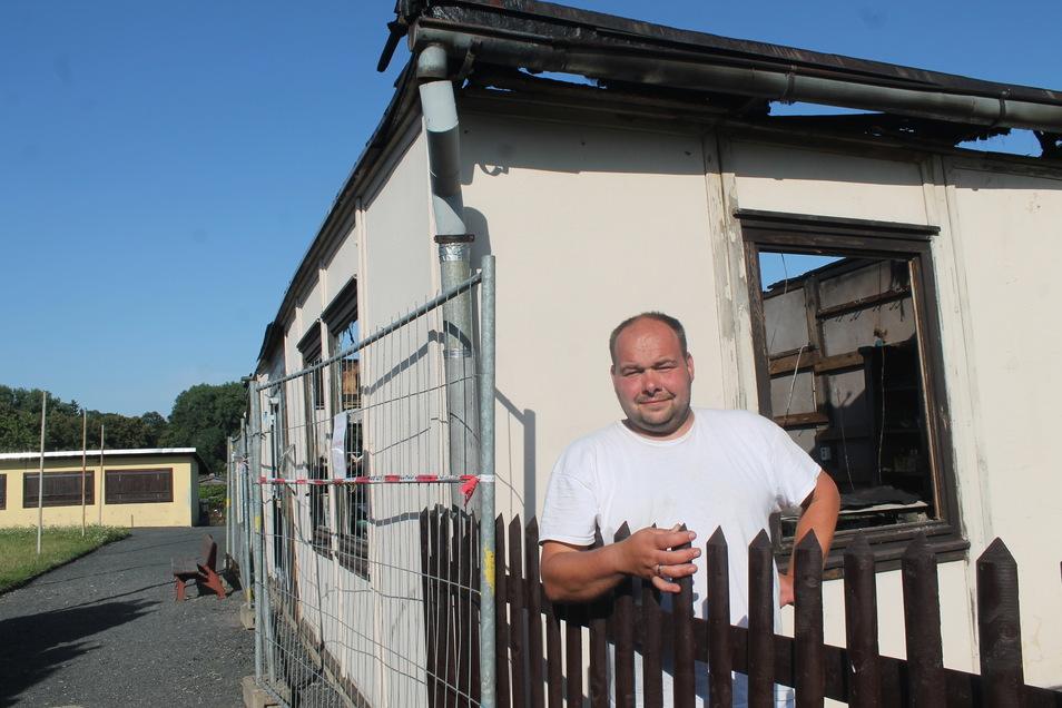 Auch wenn das Vereinshaus bei einem Brand zerstört wurde - die Kleingärtner in der Weinau (Bild: Vereinschef Rico Kremnitz) wollen dennoch ihr Jubiläum der Anlage feiern.