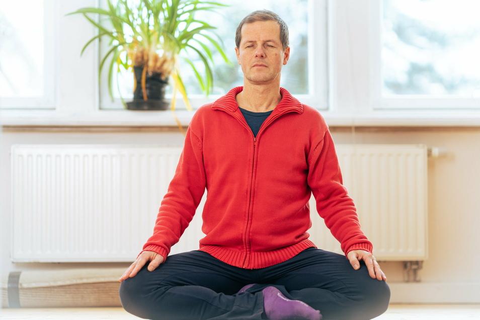 """Gedankenreise: Thomas Hönel (53) ist als zertifizierter Resilienztrainer tätig und lehrt nach dem Programm """"Stressbewältigung durch Achtsamkeit""""."""