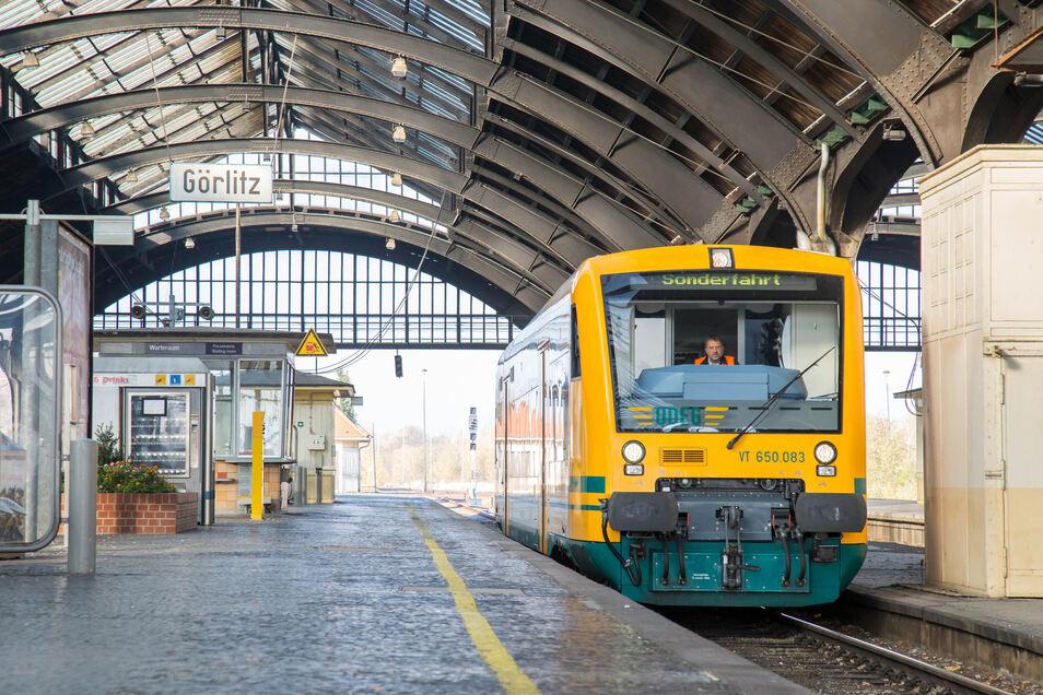 Martin Reents hat sich viel mit Zugverkehr befasst. Besonders wichtig findet er die Elektrifizierung des Bahnhofs Görlitz mit dem polnischen Stromsystem.