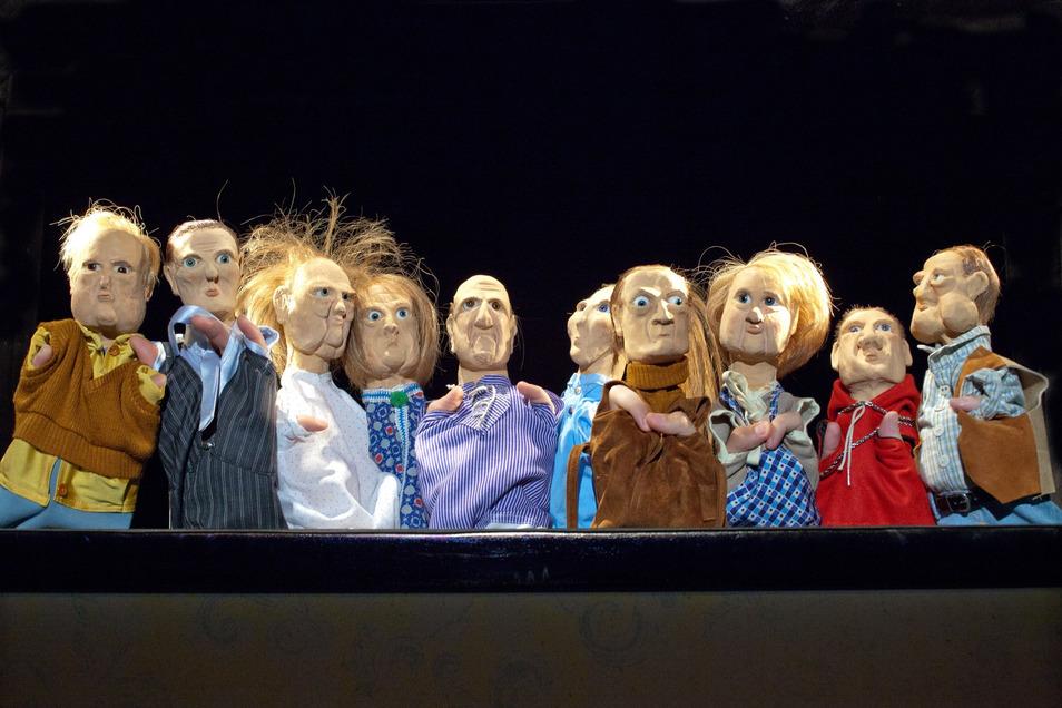 """Wer die Puppen aus dem Stück """"Warten in Godow"""" auf der Bautzener Bühne erleben will, muss ab der neuen Spielzeit mehr für die Tickets bezahlen als bislang. Zurzeit ist jeden Tag ein kurzes Video mit einigen dieser Figuren im Internet zu sehen."""