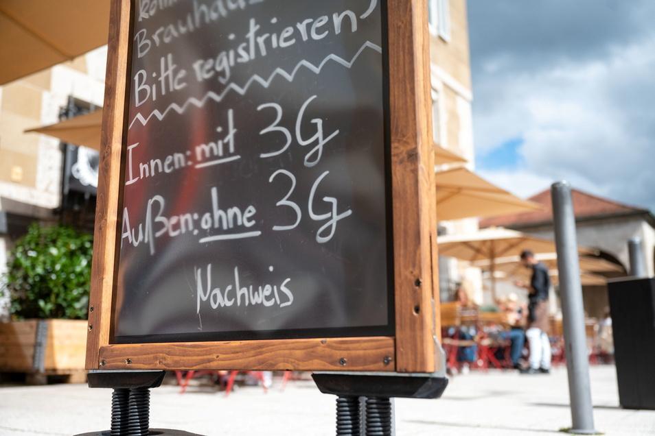 In Gaststätten und vielen anderen Einrichtungen im Landkreis Bautzen gilt derzeit die 3G-Regel. Das Landratsamt weist jetzt darauf hin, dass Anbieter die Nachweise auch kontrollieren müssen.