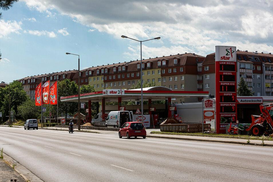 Die Tankstelle an der S172 in Heidenau ist gut frequentiert, jetzt kann das Tanken etwas länger dauern.