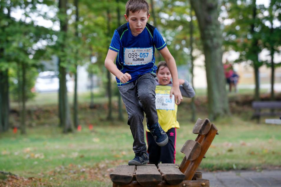 """""""Jugend trainiert"""" - im Fall der Eibauer Grundschüler im Volksbad. Dabei müssen sie einen Hindernisparcours bewältigen."""
