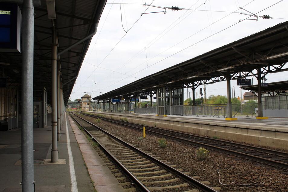 An den Gleisen 1 bis 3 stehen weder ICE noch Regionalexpress. Bis Dienstag ist auf dem Riesaer Bahnhof nicht viel los.