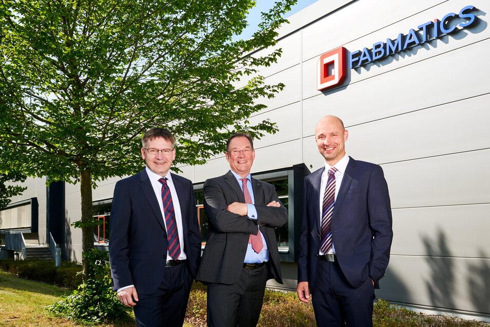 Roland Giesen (links) und Andreas Purath (rechts) leiten Fabmatics im Dresdner Norden, nahe dem Flughafen. Der langjährige Geschäftsführer Heinz Martin Esser (Mitte) ist in den Ruhestand gegangen, aber noch Chef des Verbandes Silicon Saxony.