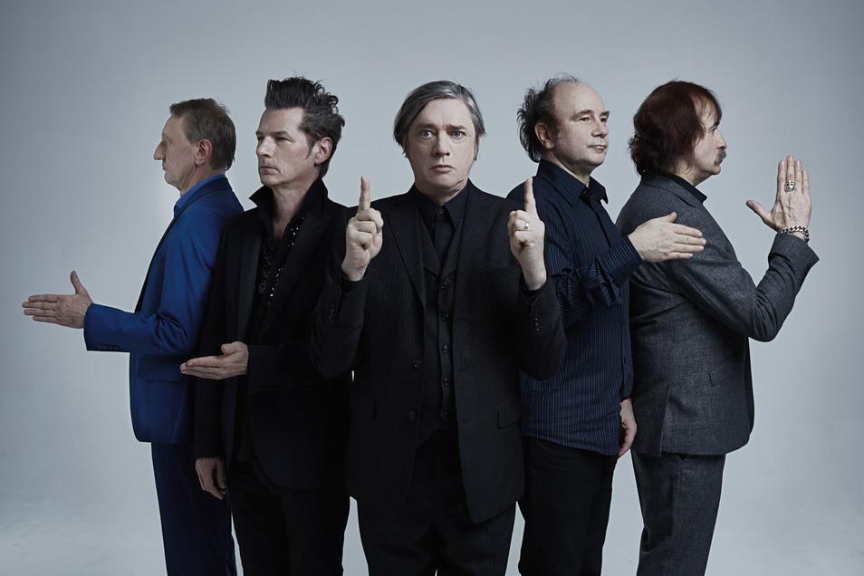 Blixa Bargeld (Mitte) und seine Kollegen von den Einstürzenden Neubauten melden sich mit neuen Songs zurück.