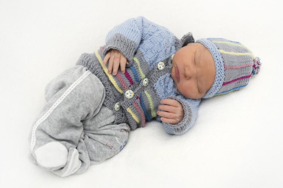 Magnus, geboren am 29. November, Geburtsort: Ebersbach-Neugersdorf, Gewicht: 4220 Gramm, Größe: 54 Zentimeter, Eltern: Franziska Scholz und Kai Wistuba, Wohnort: Zittau