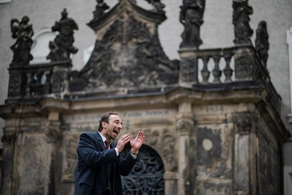 """Marc Schützenhofer im Stück """"Nipple Jesus"""" im Zittauer Klosterhof."""