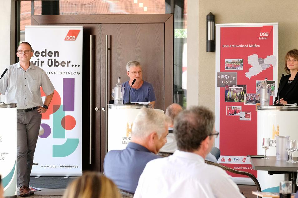 Ralf Hänsel (50) und Elke Siebert (48) stellten sich am Mittwoch in der Weinerlebniswelt in Meißen vor. Beide bewerben sich am 11. Oktober um das Amt des Landrates. Moderiert wurde die Podiumsdiskussion von Jürgen Stiehl (M.)