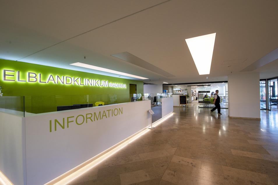 Der neue Empfangsbereich im Radebeuler Elblandklinikum. Er wurde erst vor wenigen Monaten eingeweiht.