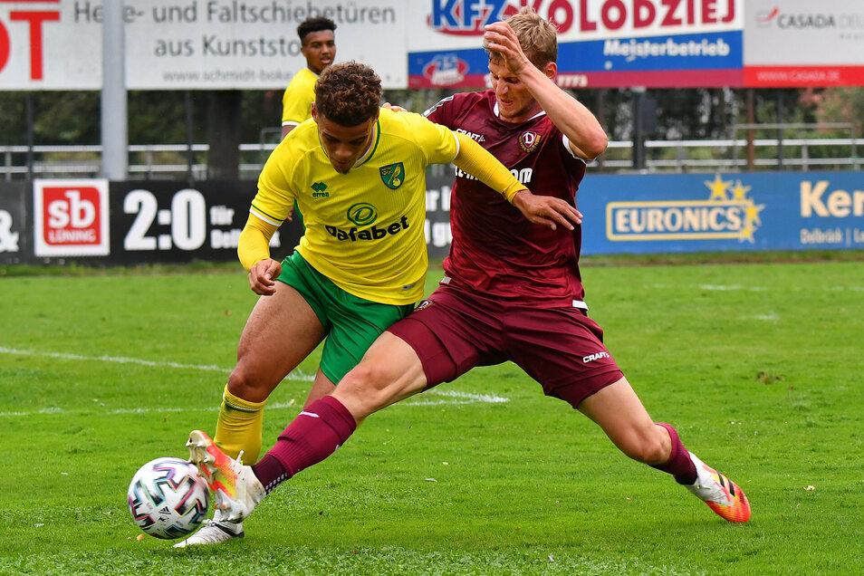 Christoph Daferner (r.) kam in der zweiten Halbzeit als Mittelstürmer. Richtig überzeugen konnte aber auch er nicht.