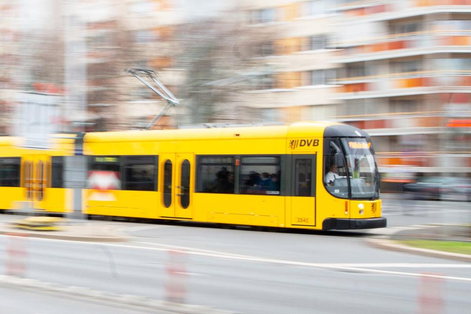 In einer Dresdner Straßenbahn soll ein Fahrer ein iranisches Pärchen beleidigt haben. Der Staatsschutz ermittelt.
