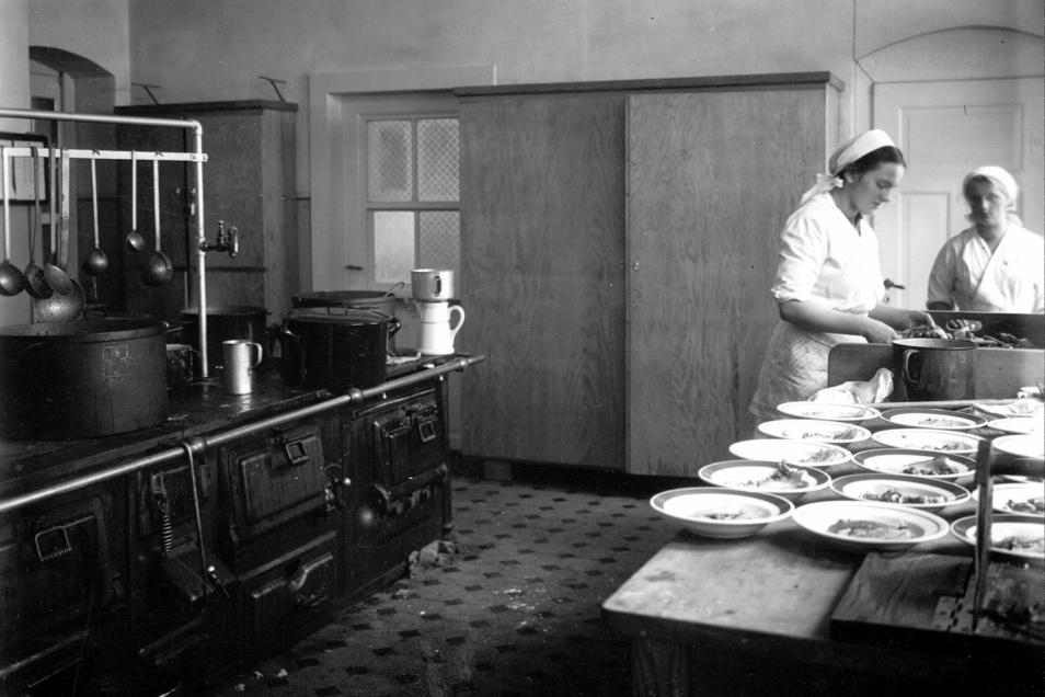 Ein Blick in die historische Küche des Fürstenhofes