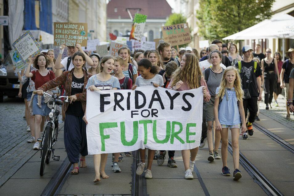 """Dass sich Jugendliche politisch engagieren - hier in Görlitz für """"Fridays for Future"""" - findet Autor Patrick Pirl gut."""
