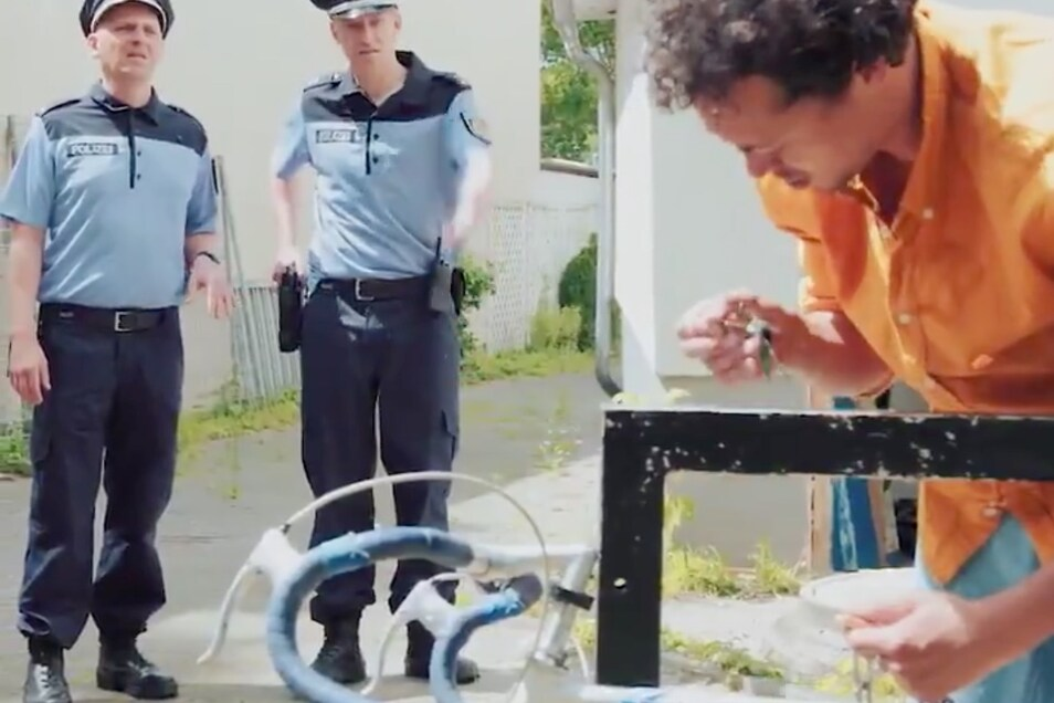Ein kurzes Video hat die Debatte um Rassismus und Polizeigewalt noch einmal ordentlich angefacht.