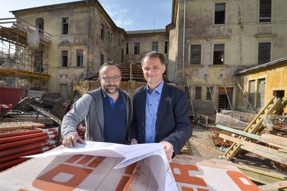 Rückansicht vom Ärztehaus: Architekt Gunter Hildebrandt saniert das Gebäude mit Georg Hartmann und einem dritten Partner. Inzwischen ist es verkauft. Fotos: Christian Juppe