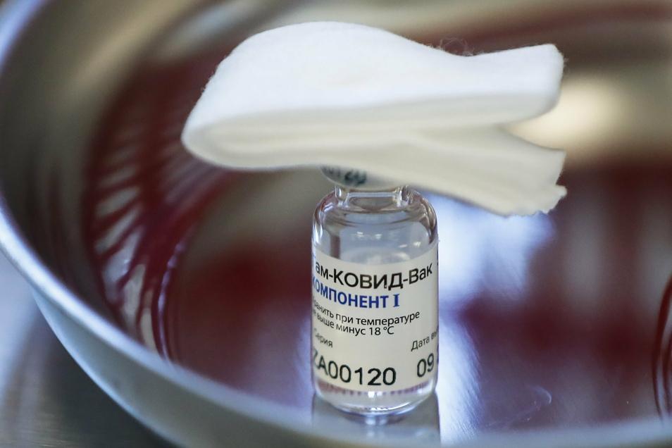 Der russisische Corona-Impfstoff Sputnik V ist nicht in der EU zugelassen. Tschechien erwägt trotzdem den Ankauf des Vakzins, um die Impfungen zu beschleunigen.