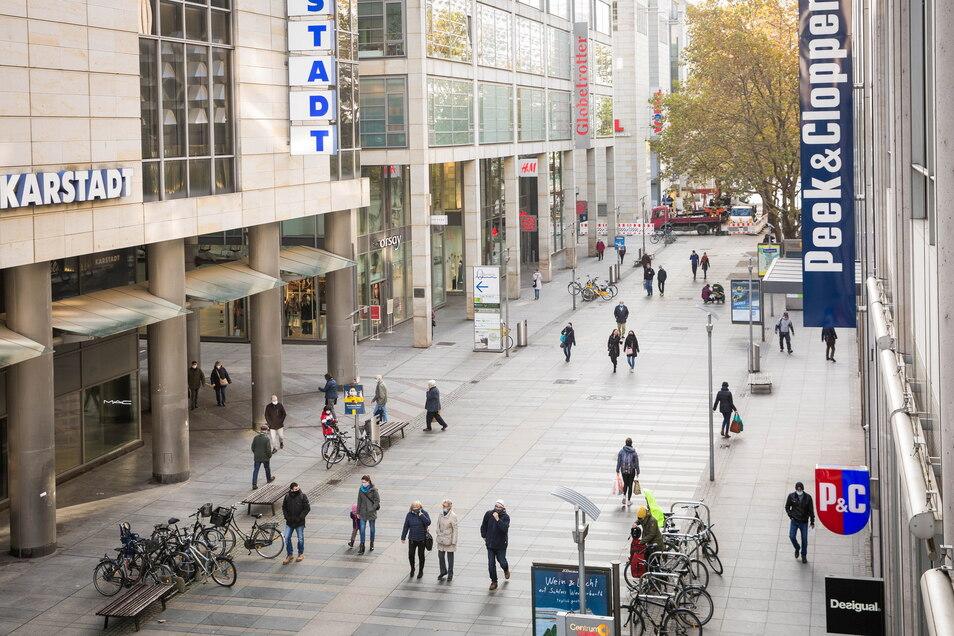 Die nördliche Prager Straße ist der Bereich mit den meisten Passanten, doch in Coronazeiten ist es auch hier zeitweise sehr leer.