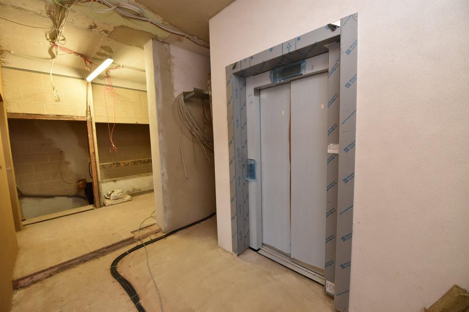 Ein Fahrstuhl in dem alten Haus, das war eine Herausforderung. Der Schacht musste durch alte Gewölbedecken hindurch geführt werden, ohne dass diese einstürzen.