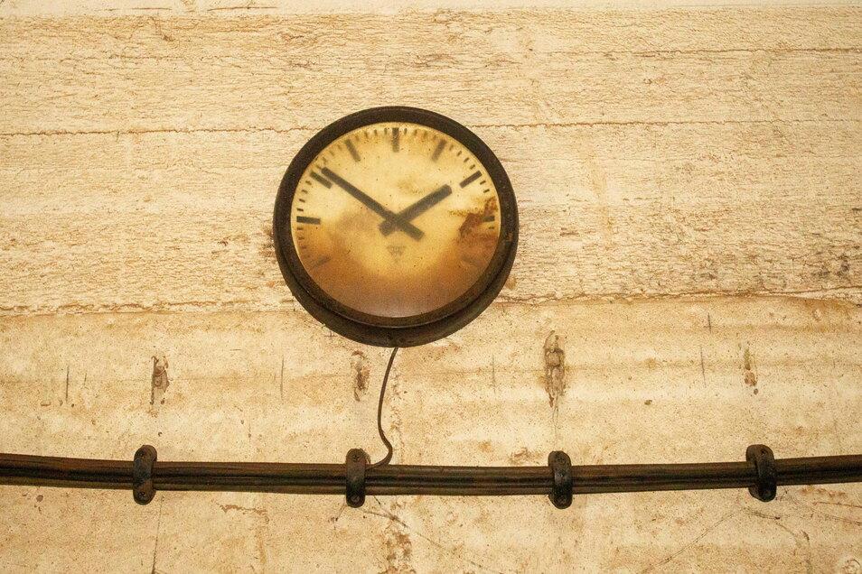 Die Zeit ist im doppelten Sinne des Wortes stehengeblieben.