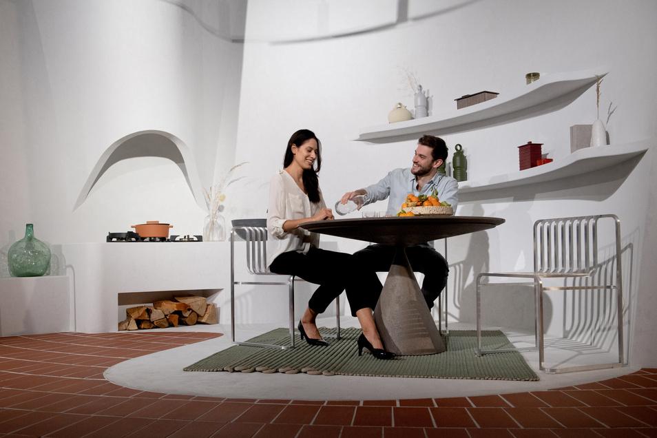 Eine offene Kochstelle, Terrakotta-Fliesen, gekalkte und gewölbte Wände: Diese Wohnvision von MUT Design erinnert an ein Ferienhaus in Spanien.
