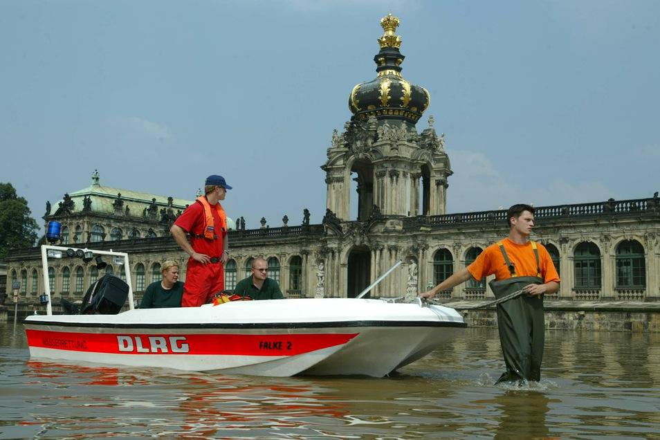 Ein Bild vom 17. August 2002, als die Elbe in Dresden am höchsten stand. Vorher hatte es so stark geregnet, dass die Weißeritz, die Elbe und andere Flüsse und Bäche extrem angestiegen waren.