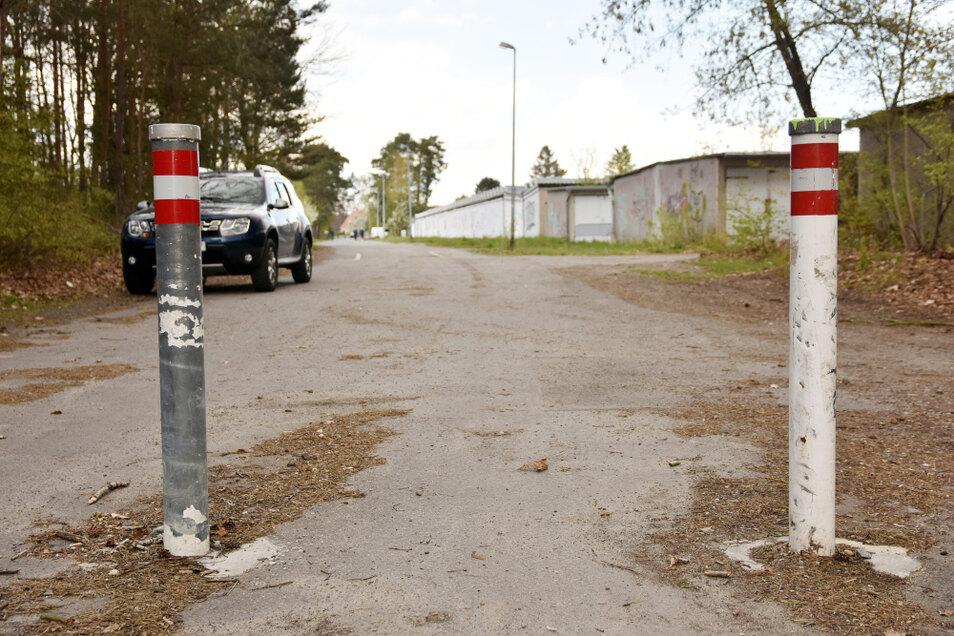 Wie zuletzt bei Baumaßnahmen an anderer Stelle den Kastanienweg gänzlich zu öffnen, indem die Poller weggenommen werden, wird von einem Anlieger gefordert. Die Stadt hält das aber nicht für eine günstige Lösung.