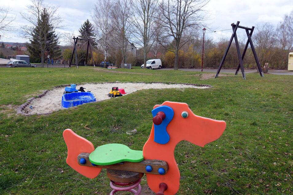 Immer mehr Spielgeräte verschwinden von diesem kleinen Spielplatz in Polkenberg – aus Sicherheitsgründen.