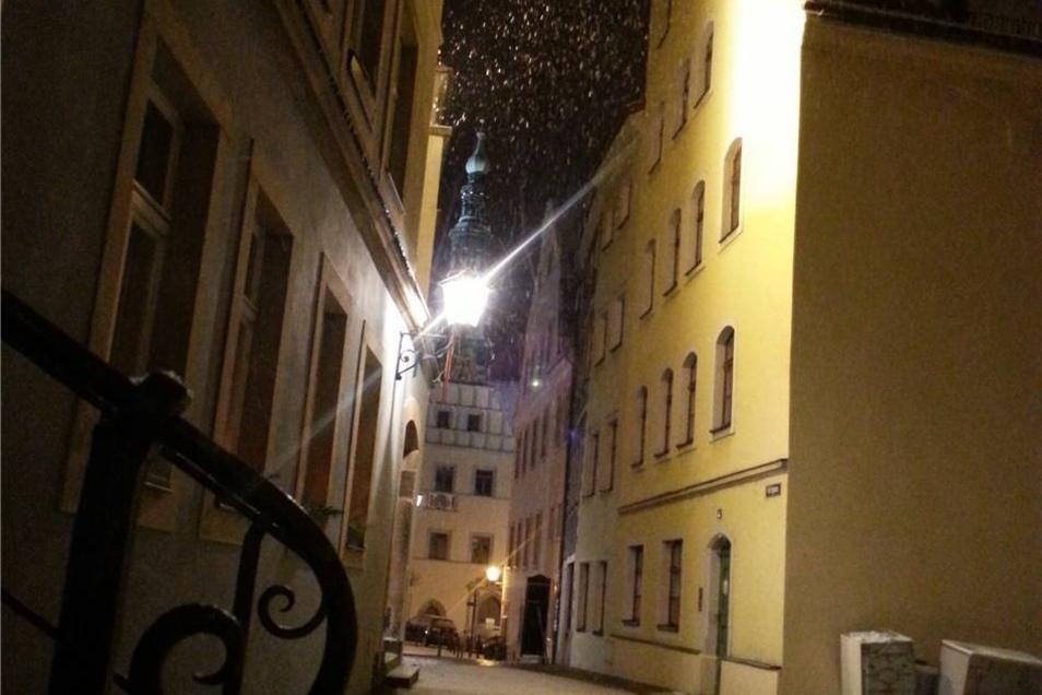 Pirna. Schneeflocken in der Altstadt knipste  der Pirnaer Gérard Döhring.
