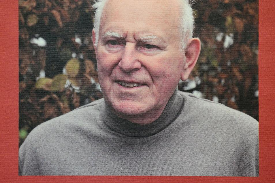 Einer der beiden Tüftler und Neu-Erfinder der alten Rosshaar-Jacquard-Webtechnik: Gottfried Pilz, Diplom-Ingenieur für Textiltechnik aus Großschönau.