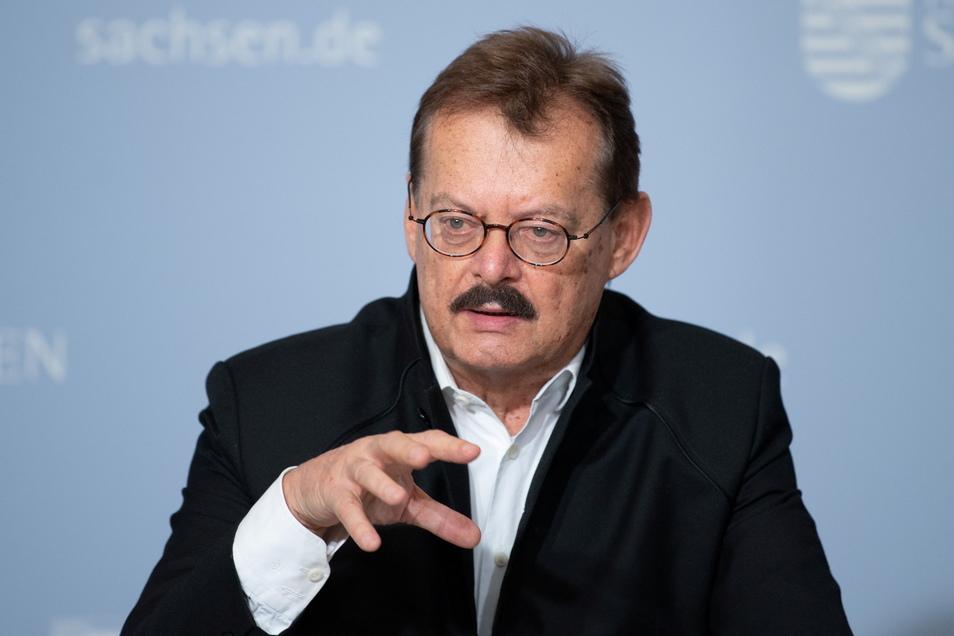Professor Michael Albrecht ist der Medizinische Vorstand des Universitätsklinikums Dresden. Er mahnt: Noch können wir in Sachsen beeinflussen, wie heftig die dritte Corona-Welle ausfallen wird.